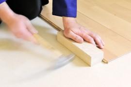 U heeft geen klusjesman nodig om laminaat te leggen. Dit kunt u prima zelf! © Michael Bischof