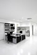 De PVC vloer is niet duur en gemakkelijk te bewerken en wordt daarom veel in bedrijven gebruikt © Boggy