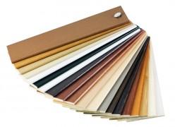 De houten vloer kunt u afwerken met kleurlak, matte lak of glanslak.