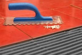 Een toplaag op uw vloertegels beschermt uw vloertegels tegen vocht en vet. © 2010 Olena Mykhaylova, all rights reserved